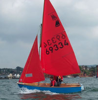Mirror sailing dinghy